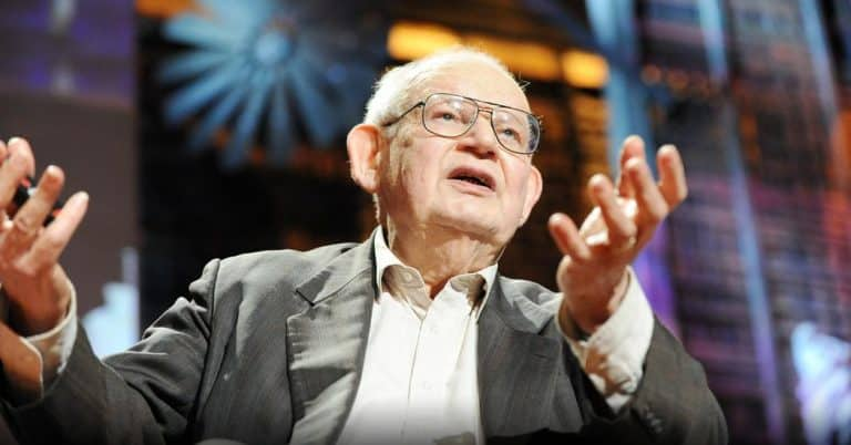 Benoit Mandelbrot: Fractals and the art of roughness | Video | Abakcus